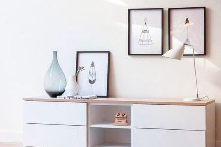 Cómo decorar paredes con cuadros, láminas e ilustraciones personalizadas.