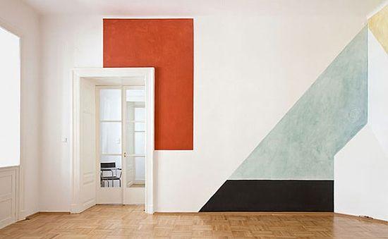 Decorar viviendas pintando las paredes de forma única y original.