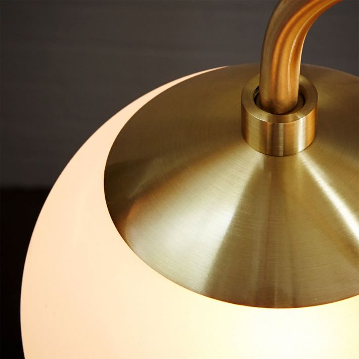 Tendencia en iluminación de viviendas, decorar con lámparas con esferas.