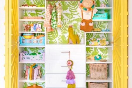 Cómo decorar y amueblar un vestidor infantil lleno de color.