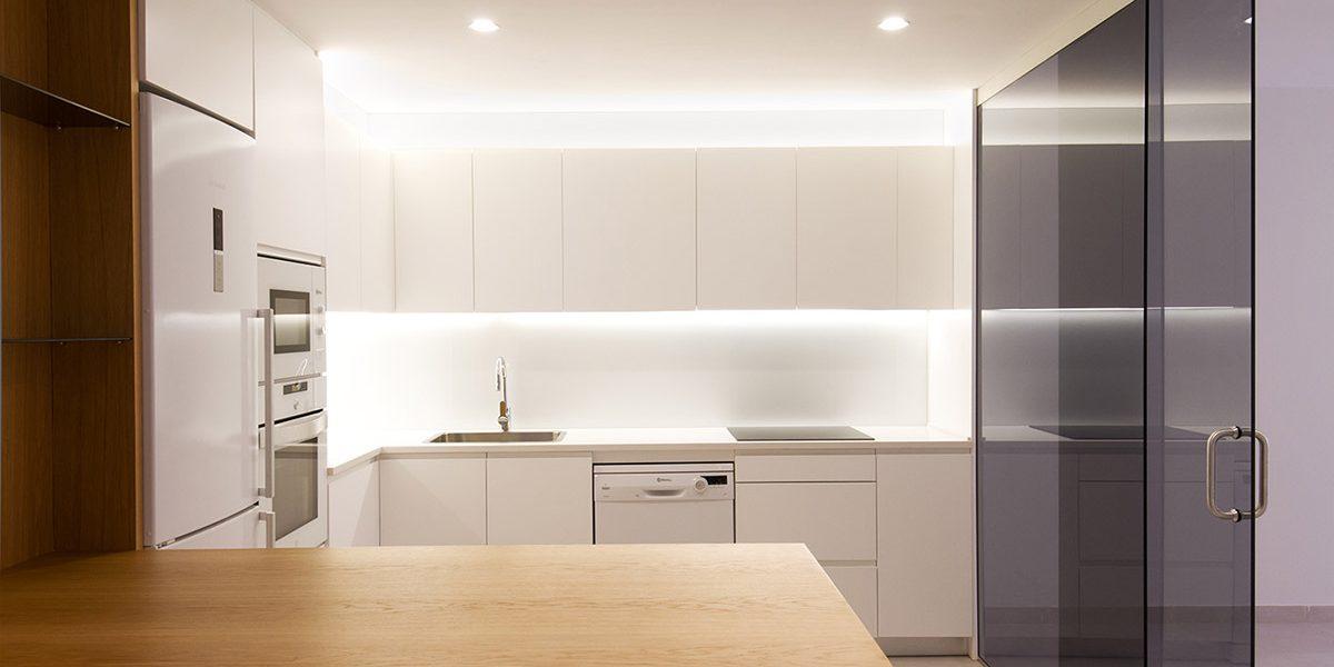 Vanessa Company Interiorista en Valencia. Reforma de vivienda con cocina de concepto abierto.