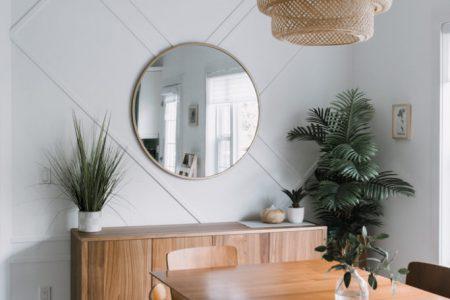 Cómo decorar paredes con listones y molduras.